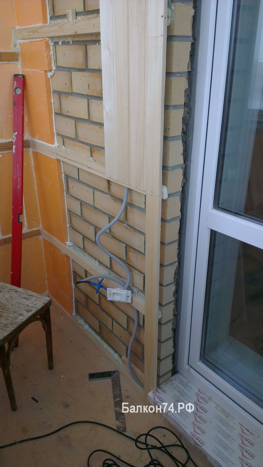 на балконе провода