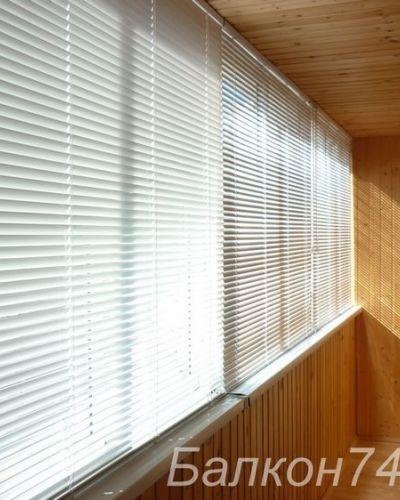 Дешевле горизонтальные жалюзи или рулонные шторы